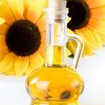 Подсолнухи и бутылка с растительнм